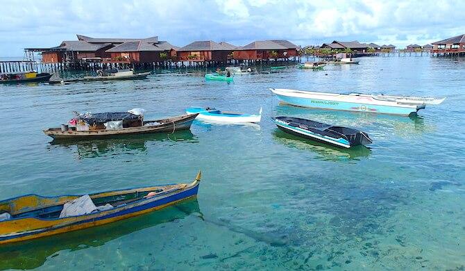 マブール島と船