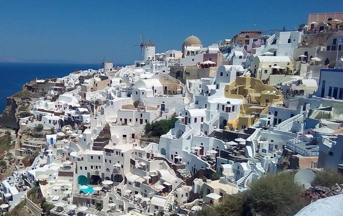 ギリシャのサントリーニ島と海のある景色前景