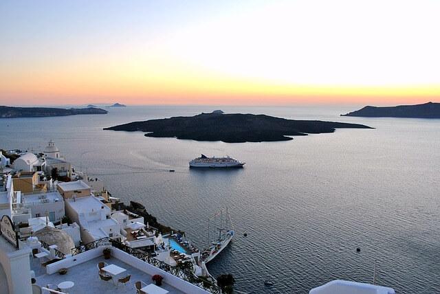 ギリシャのサントリーニ島の夕日
