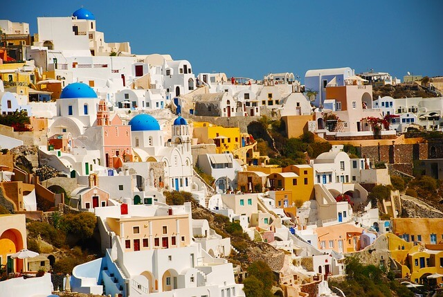 ギリシャのサントリーニ島の白い街並み1