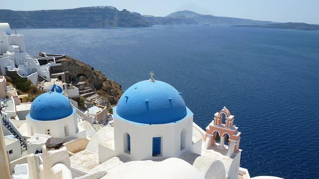 ギリシャのサントリーニ島の青いドーム1