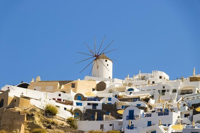 ギリシャのサントリーニ島の風車のある景色3