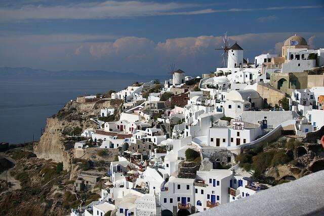 ギリシャのサントリーニ島の風車のある景色5