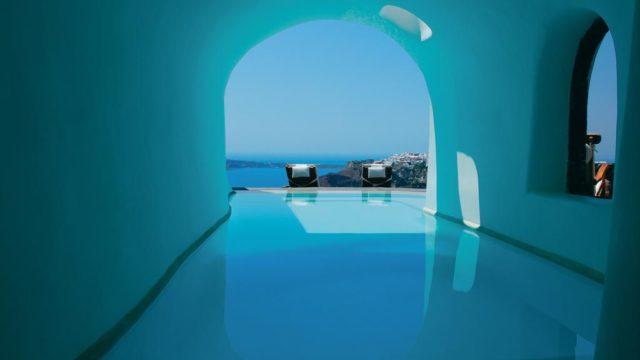 サントリーニ島のインスタ映えホテル:ペリボラスのプール