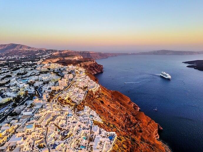 ギリシャのサントリーニ島の夕焼けの時間帯1