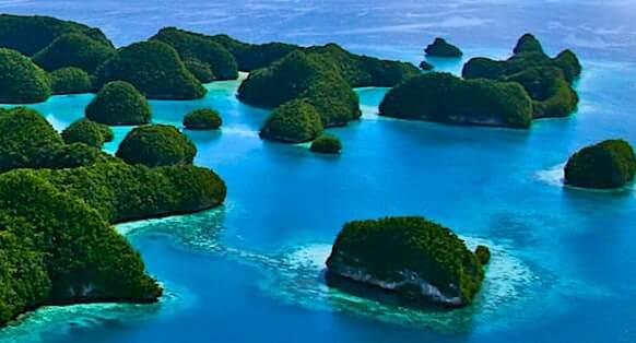 パラオの島々(ロックアイランドの空撮)
