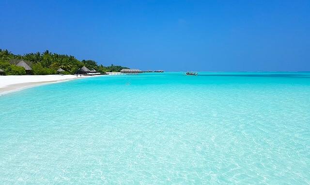 モルディブの水色の美しい海1