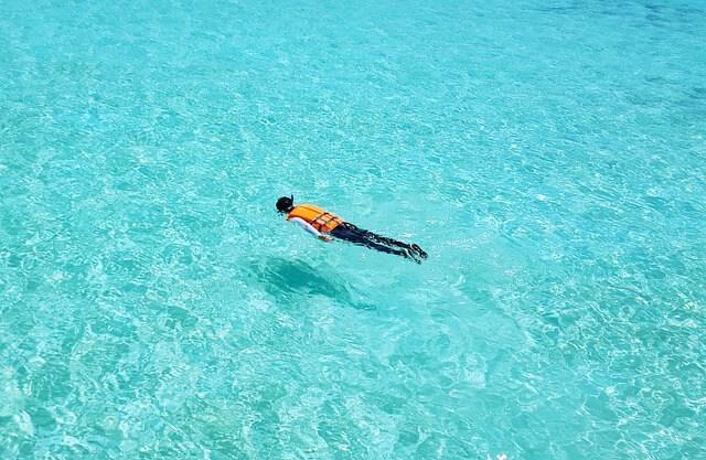 モルディブの水色の美しい海2
