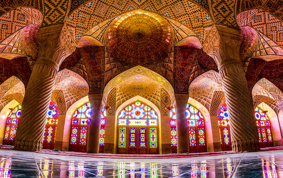 イランのカラフルなモスク