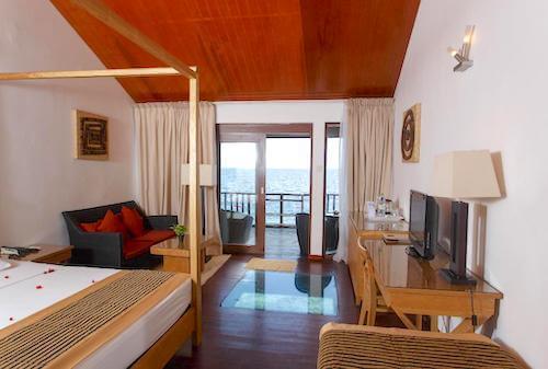 エンブドゥ ビレッジ リゾート (Embudu Village Resort)オーバーウォーターヴィラ