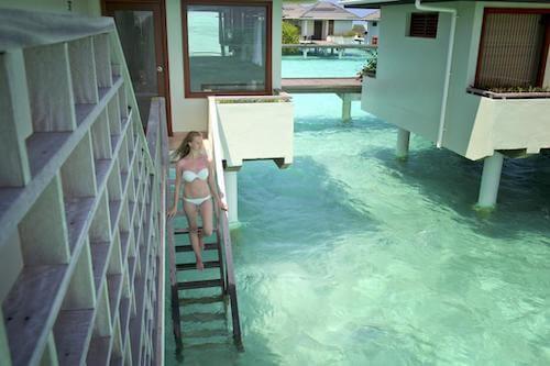 サンアイランドの水上ヴィラの階段