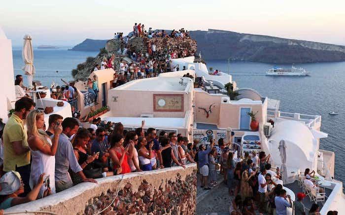 サントリーニ島の観光客の多さ