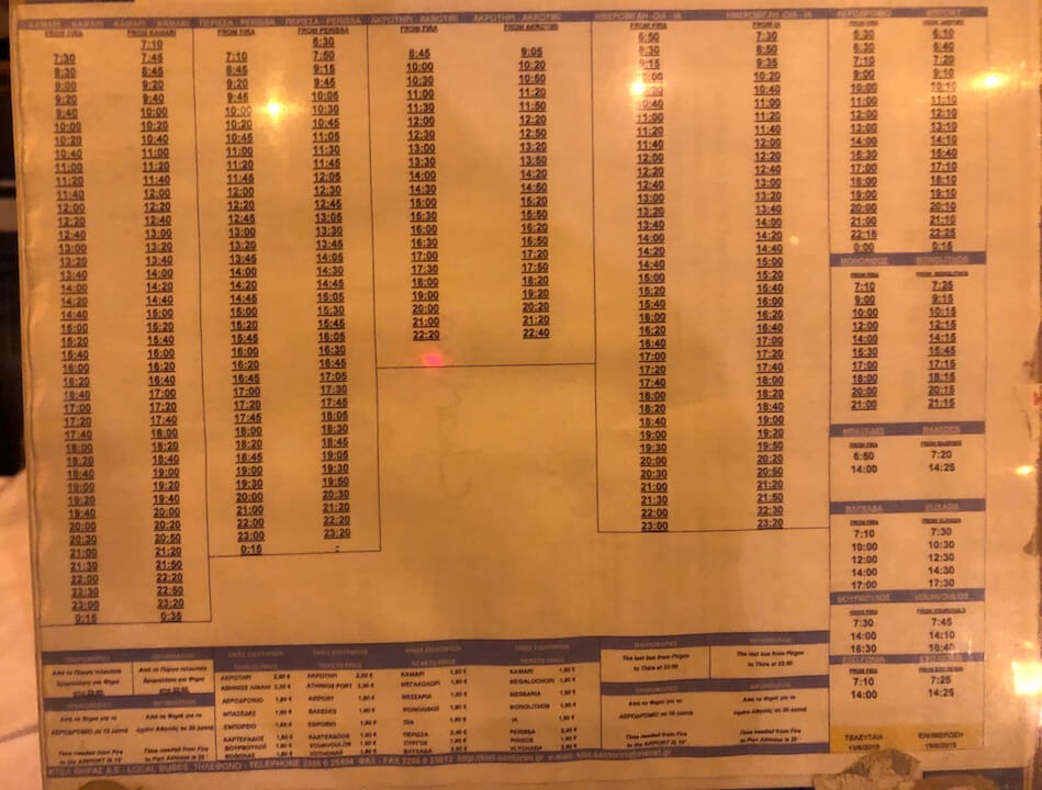 サントリーニ空港発のバスタイムテーブル