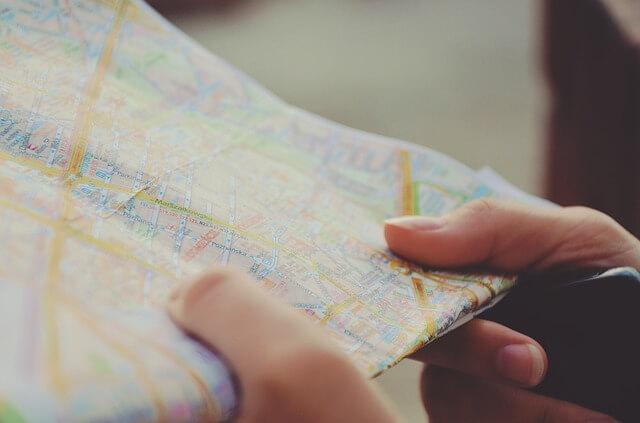 地図が間違っていて道に迷う