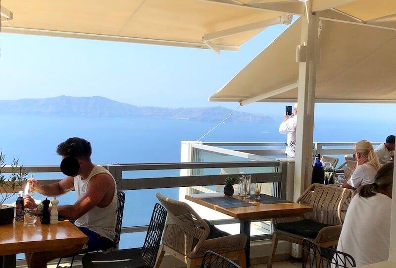 サントリーニ島の素敵なレストラン