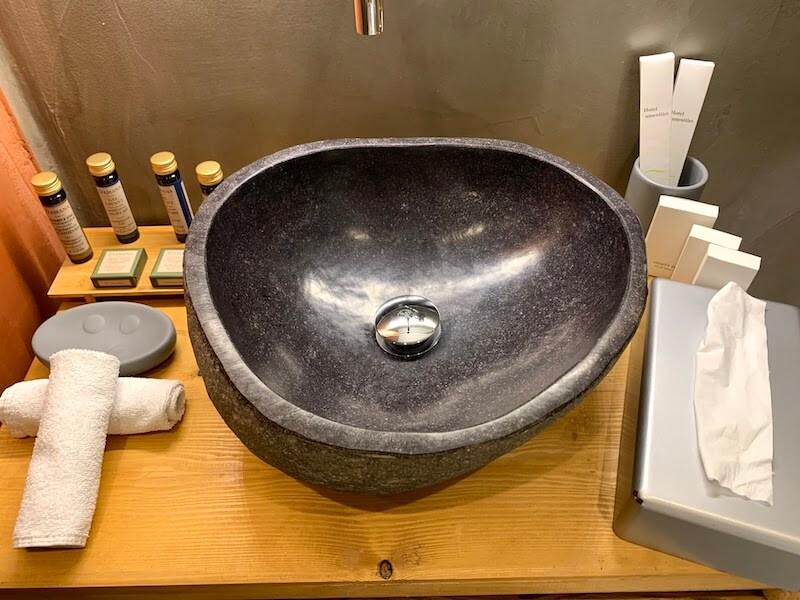 フィラのおすすめホテル(Irene City Villas)バスルームの洗面台2