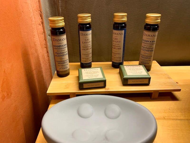 フィラのおすすめホテル(Irene City Villas)バスルームの洗面台3