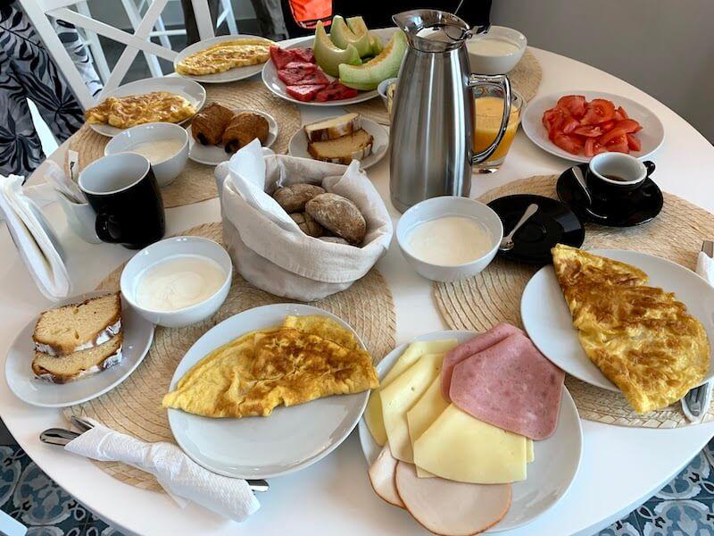 フィラのおすすめホテル(Irene City Villas)豪華な朝食2