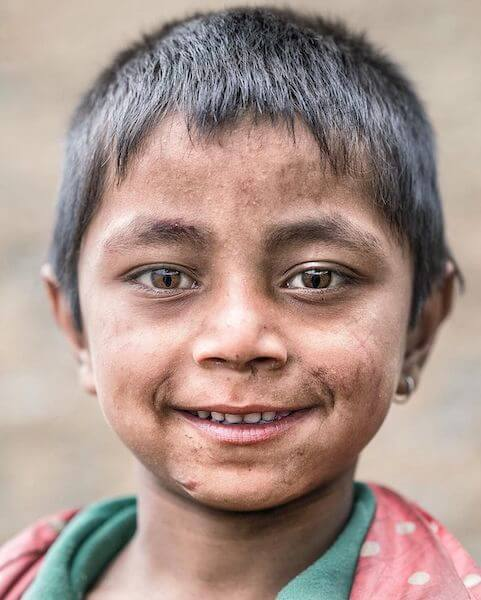 ネパールの猫目少年